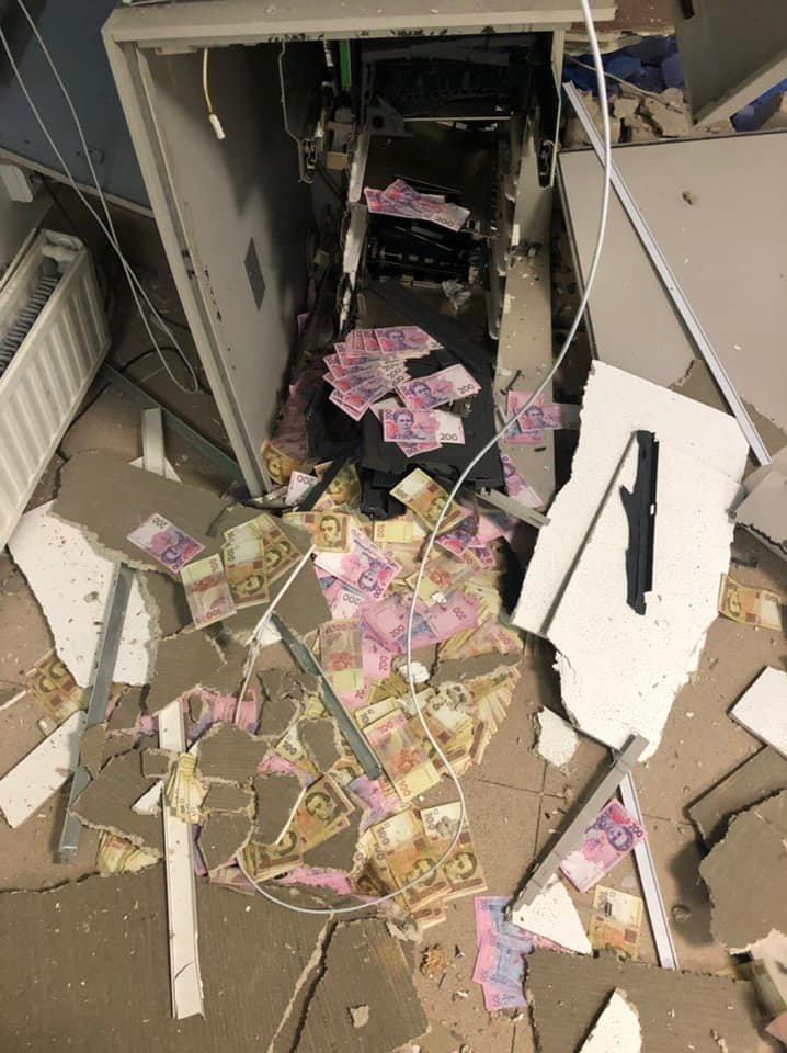 На Днепропетровщине взорвали и ограбили банкомат «ПриватБанка», фото-1