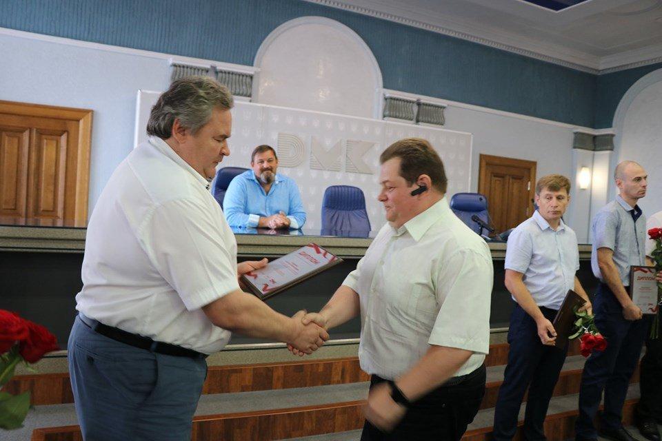 В Каменском на ДМК наградили и премировали металлургов, фото-4