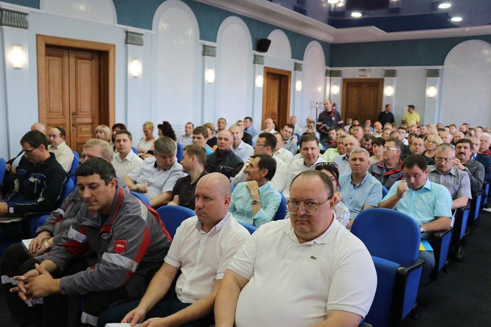 В Каменском на ДМК наградили и премировали металлургов, фото-12