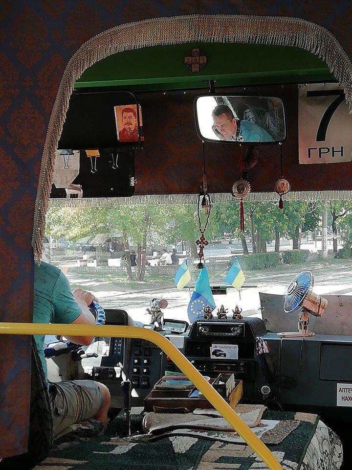 """""""У каждого свои герои"""": в маршрутке Каменского висит портрет Сталина, фото-1"""
