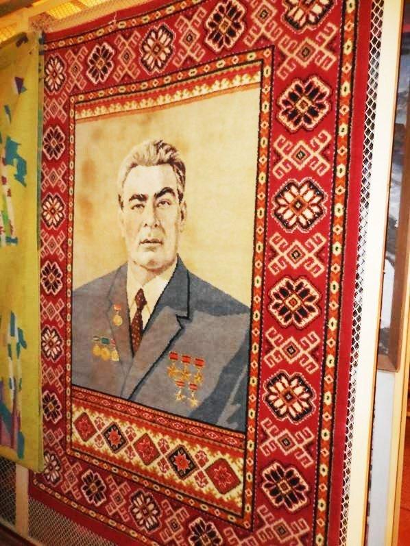 В столичном музее покажут подарки Брежнева из Каменского, фото-1