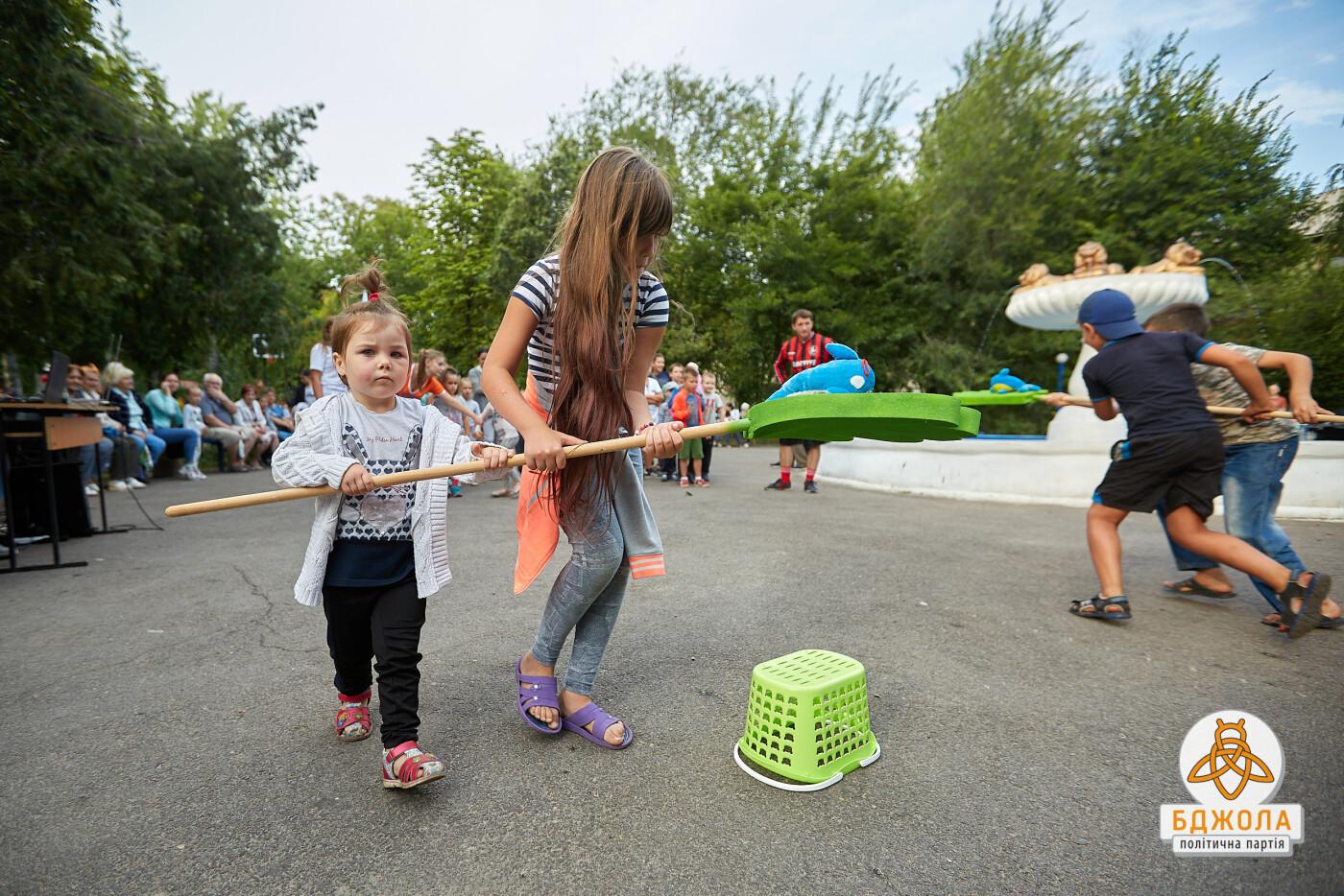 Аниматоры, конкурсы и подарки: на Днепрострое в Каменском прошел детский праздник, фото-3