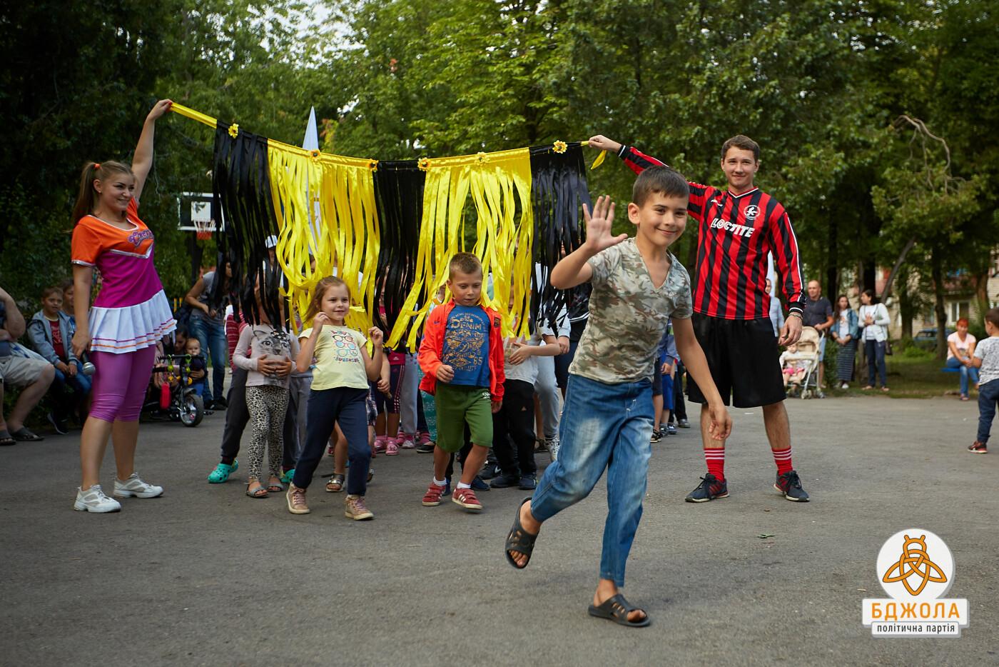 Аниматоры, конкурсы и подарки: на Днепрострое в Каменском прошел детский праздник, фото-2