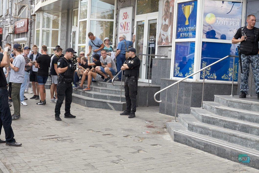 Кровавая бойня в Днепре: из здания «Национальной лотереи» шесть «скорых» госпитализировали пострадавших, фото-7