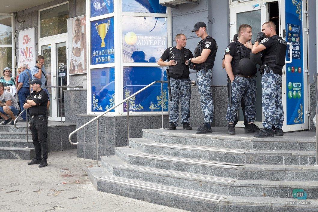 Кровавая бойня в Днепре: из здания «Национальной лотереи» шесть «скорых» госпитализировали пострадавших, фото-6