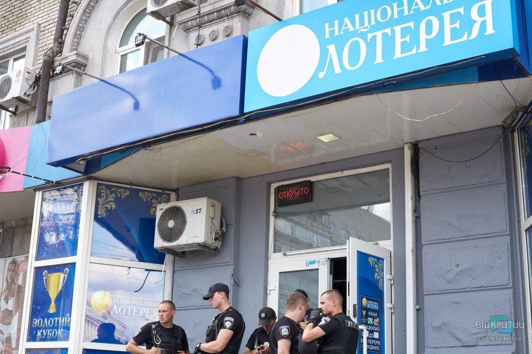 Кровавая бойня в Днепре: из здания «Национальной лотереи» шесть «скорых» госпитализировали пострадавших, фото-8