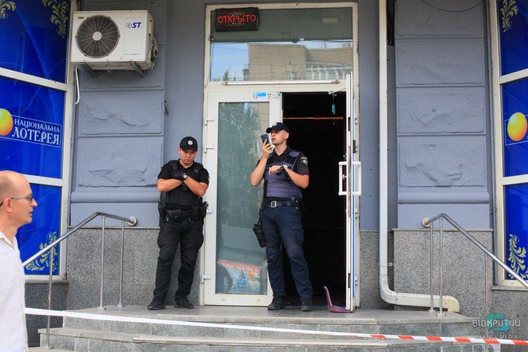Кровавая бойня в Днепре: из здания «Национальной лотереи» шесть «скорых» госпитализировали пострадавших, фото-10