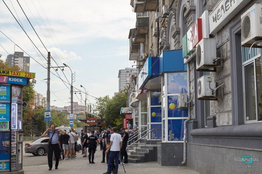 Кровавая бойня в Днепре: из здания «Национальной лотереи» шесть «скорых» госпитализировали пострадавших, фото-9