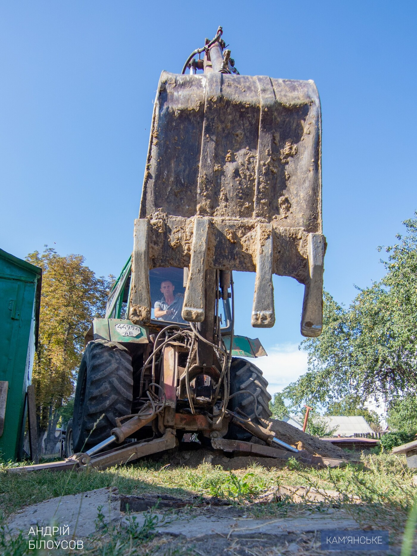 В Каменском продолжают засыпать бесхозные погреба во дворах, фото-1