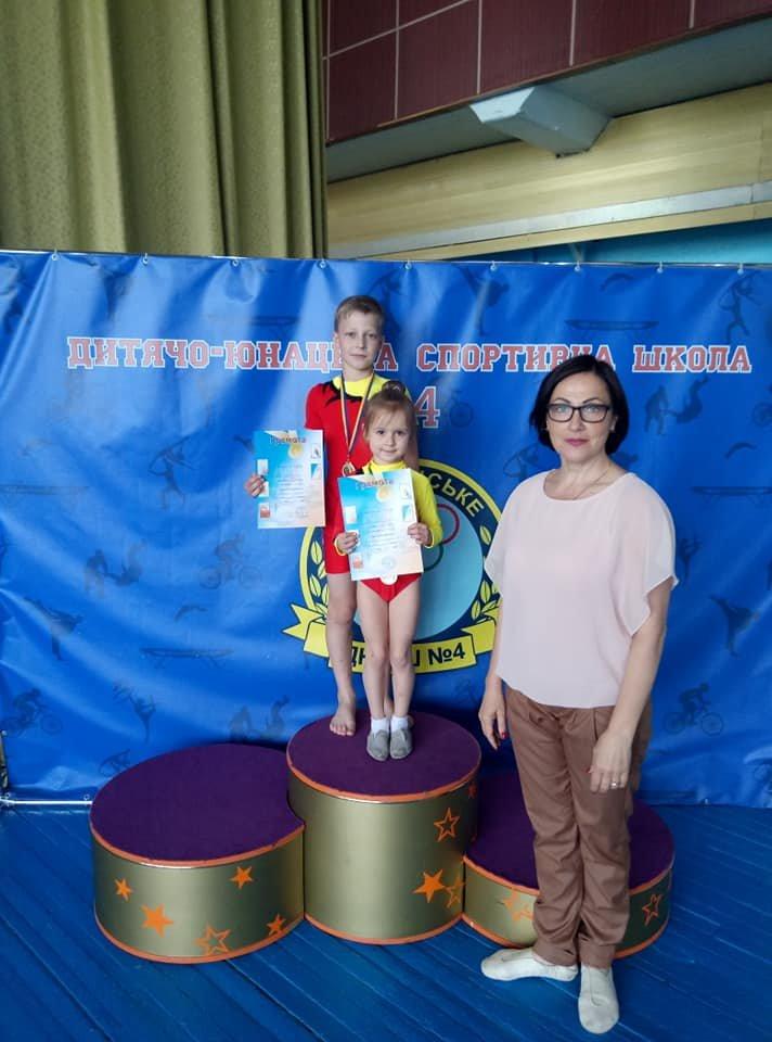 За заслуги перед городом: в Каменском наградят тренеров и директора ДЮСШ №4, фото-3