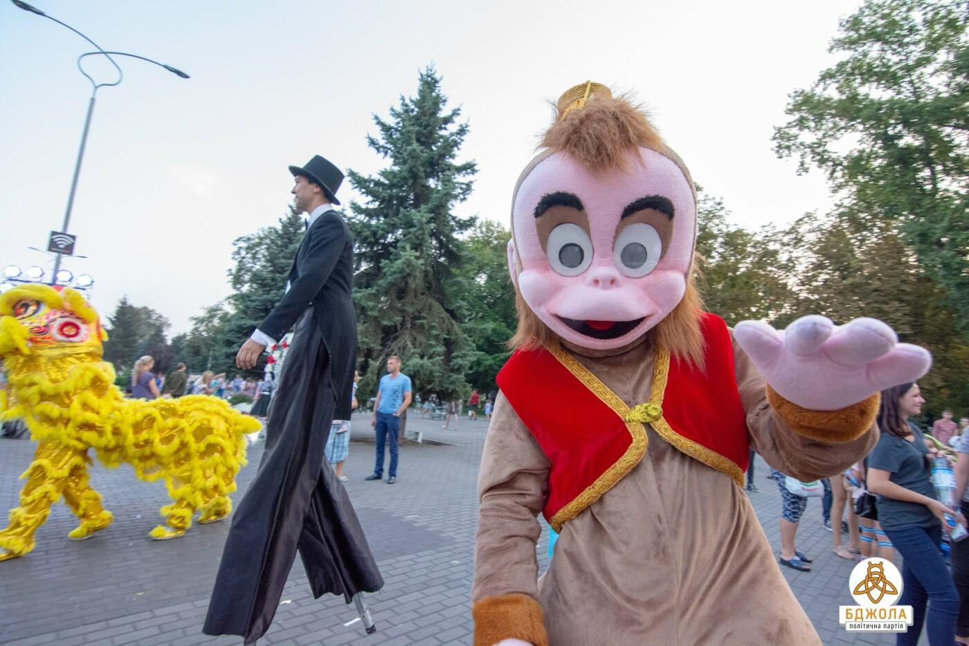 В Центральном и Левобережном парках Каменского прошли мероприятия от партии «Бджола», фото-3