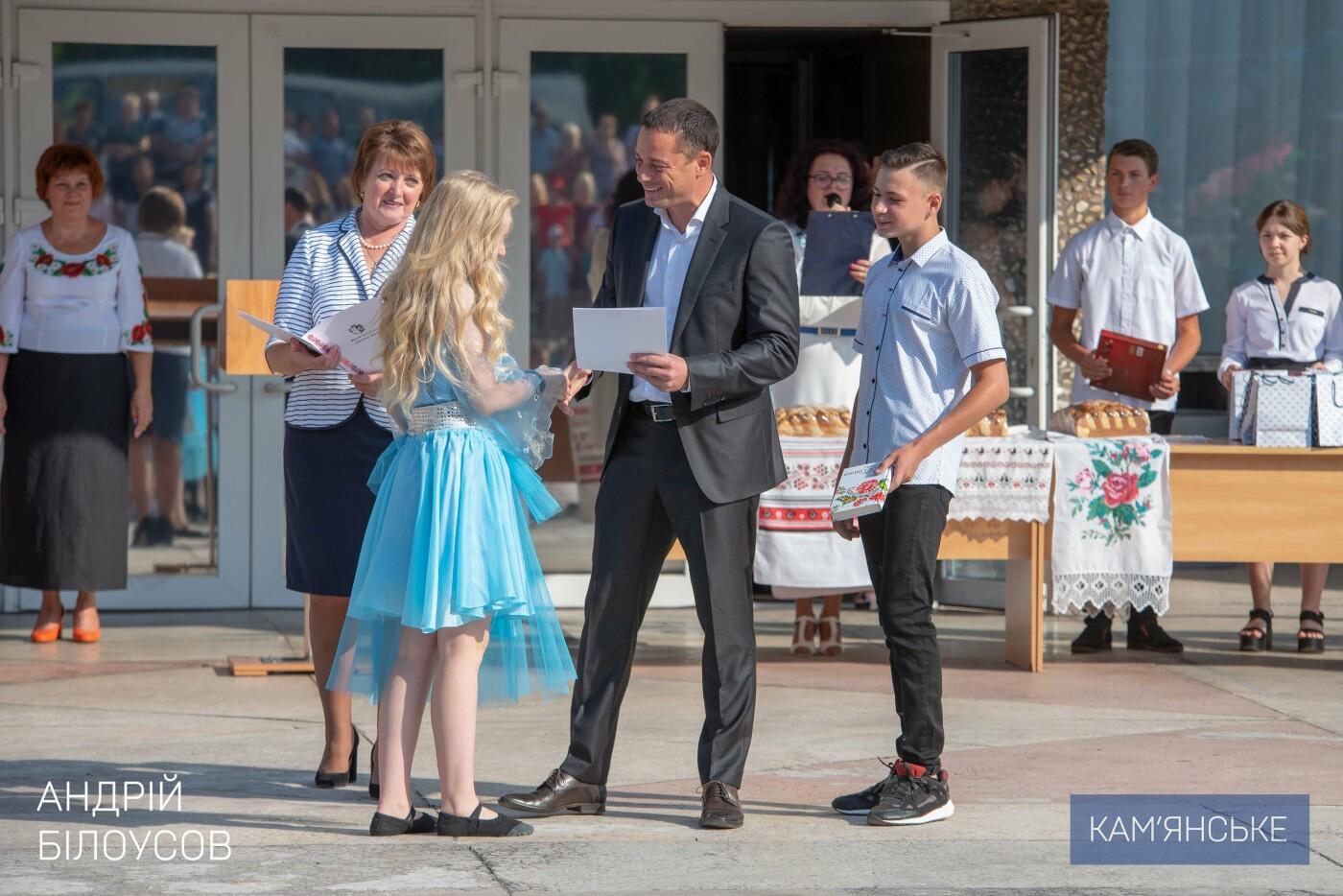 Мэр Каменского поздравил с Днем знаний учеников школы №20, фото-3