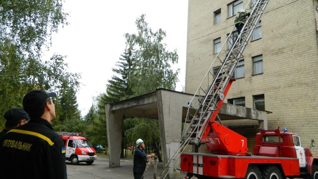 В Каменском «тушили» больницу №7, фото-8
