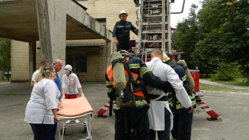 В Каменском «тушили» больницу №7, фото-12