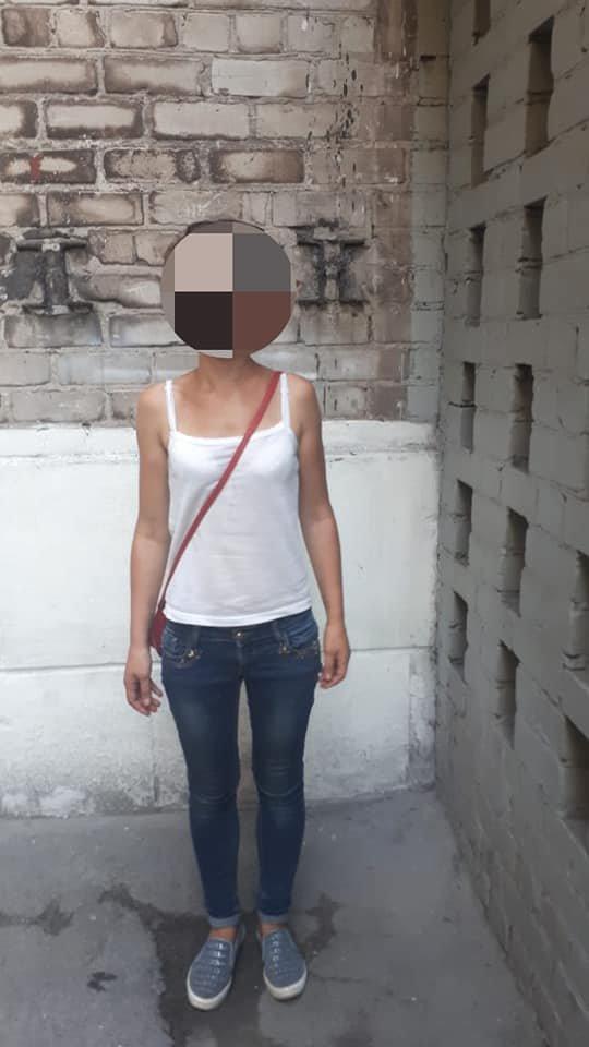В Каменском в подъезде ограбили 7-летнюю девочку, фото-1