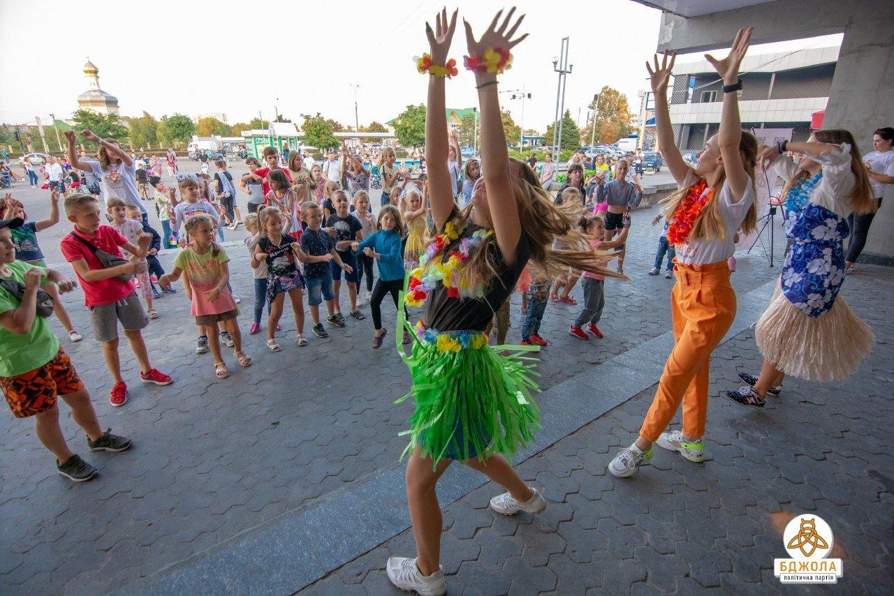 В Каменском прошла вечеринка в гавайском стиле от «Бджолы», фото-14
