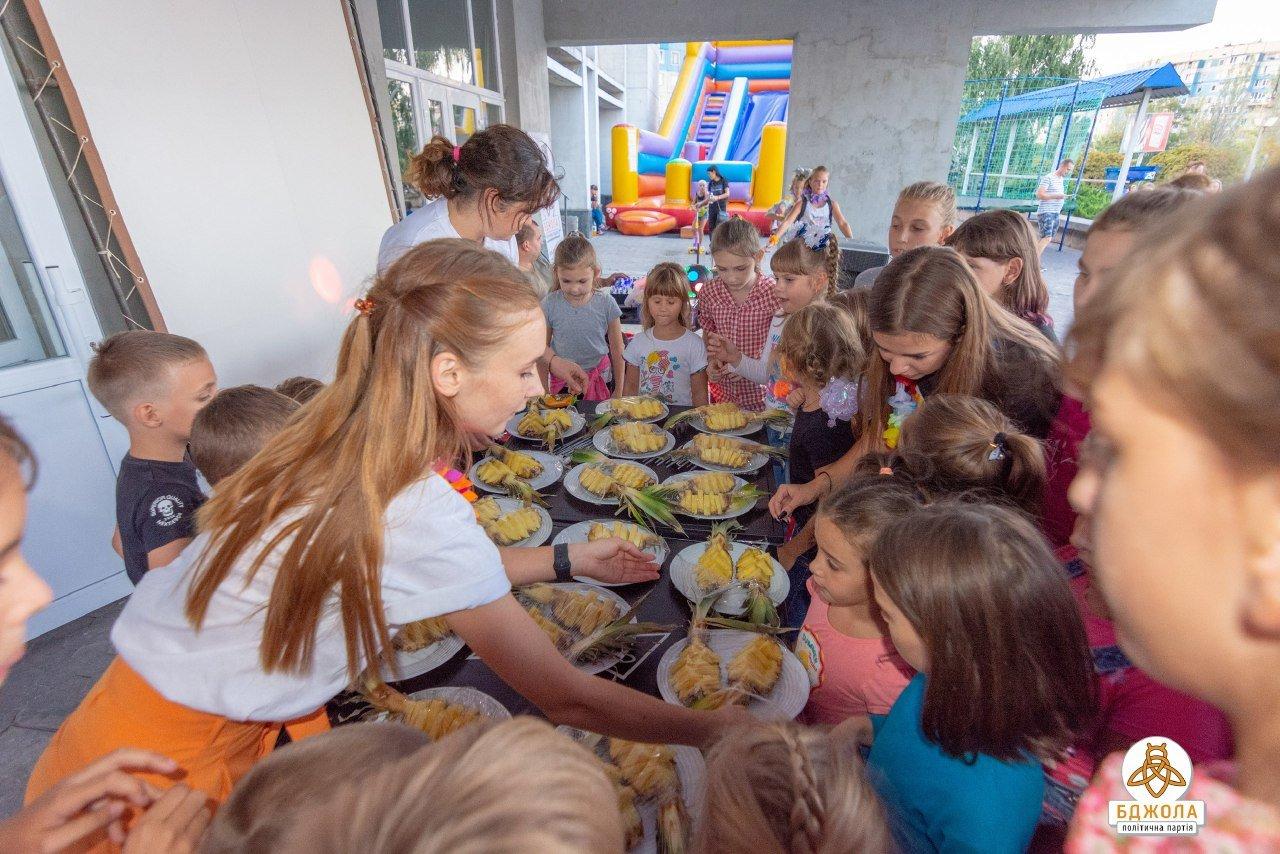 В Каменском прошла вечеринка в гавайском стиле от «Бджолы», фото-2