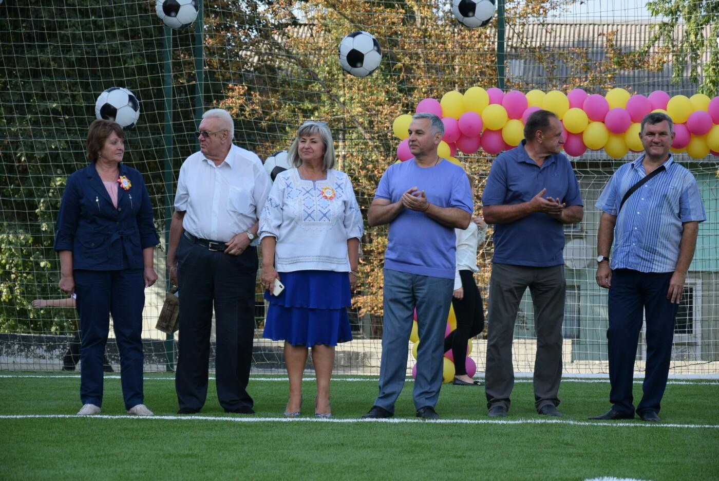 На День города двум школам Каменского подарили новые спортивные поля, фото-4