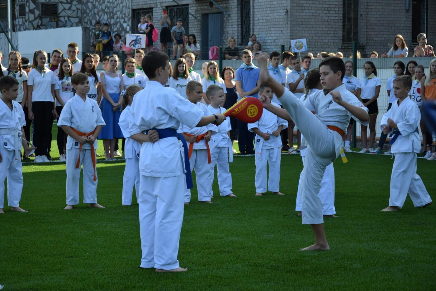 На День города двум школам Каменского подарили новые спортивные поля, фото-5