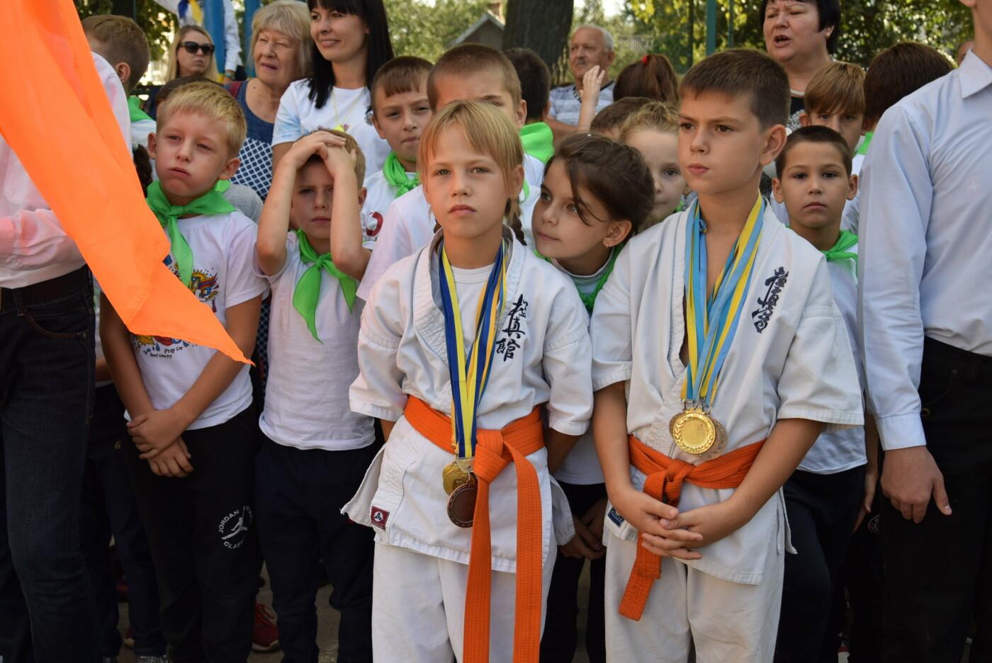 На День города двум школам Каменского подарили новые спортивные поля, фото-8