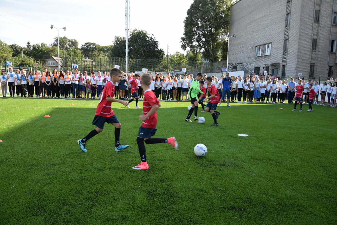 На День города двум школам Каменского подарили новые спортивные поля, фото-10