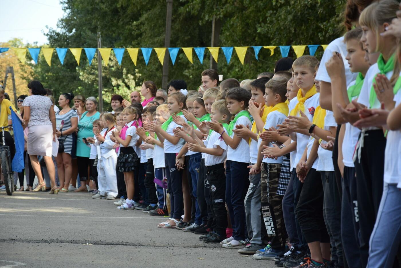 На День города двум школам Каменского подарили новые спортивные поля, фото-11