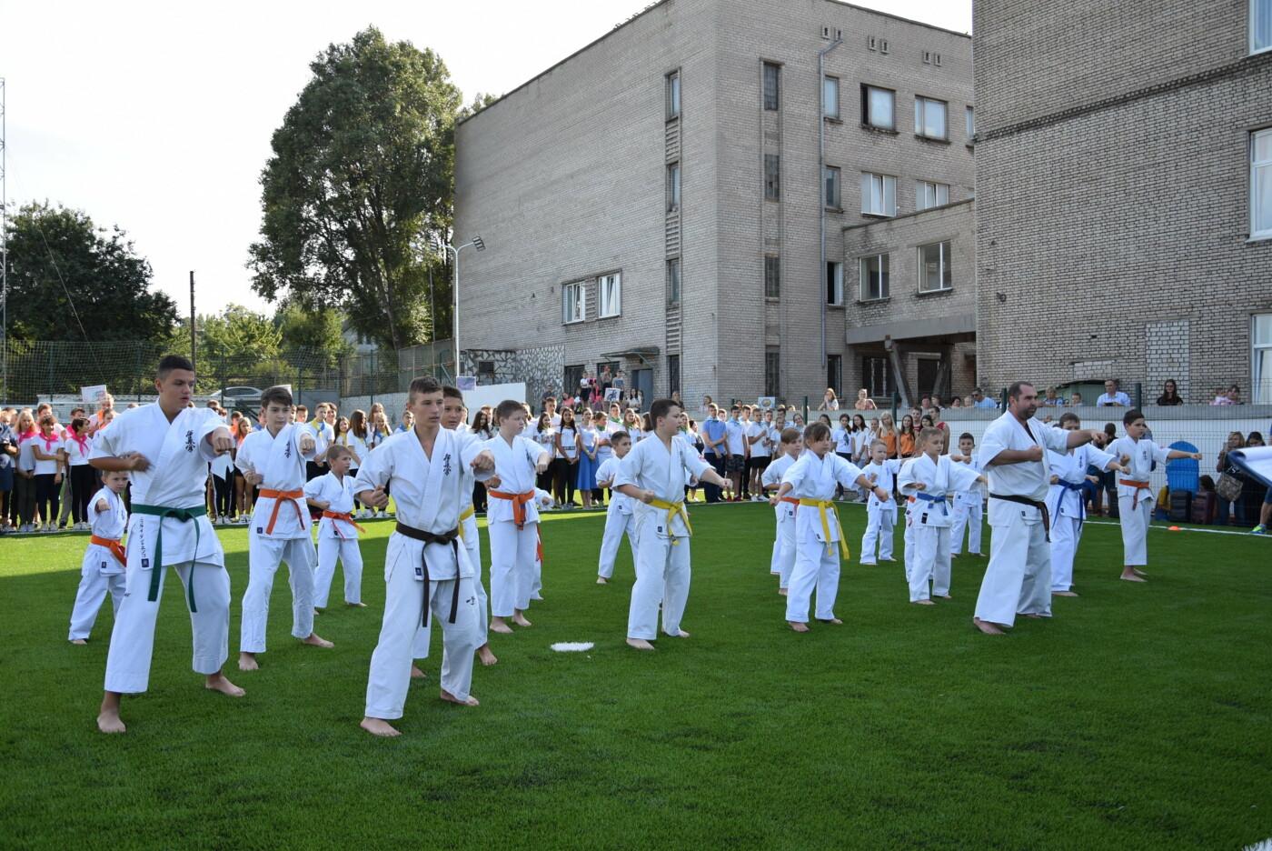 На День города двум школам Каменского подарили новые спортивные поля, фото-12