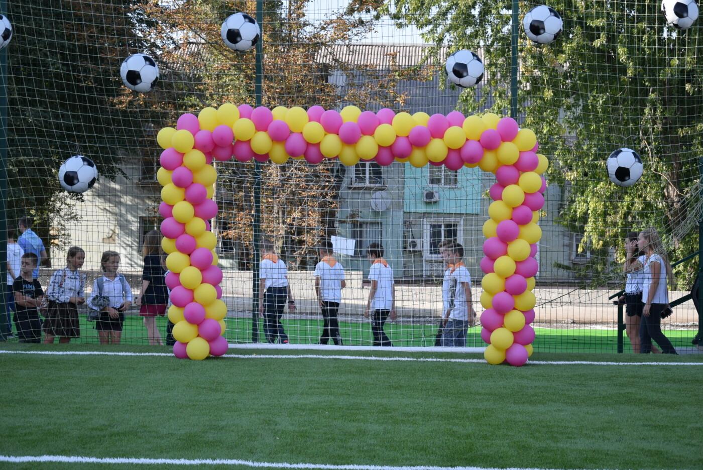 На День города двум школам Каменского подарили новые спортивные поля, фото-13