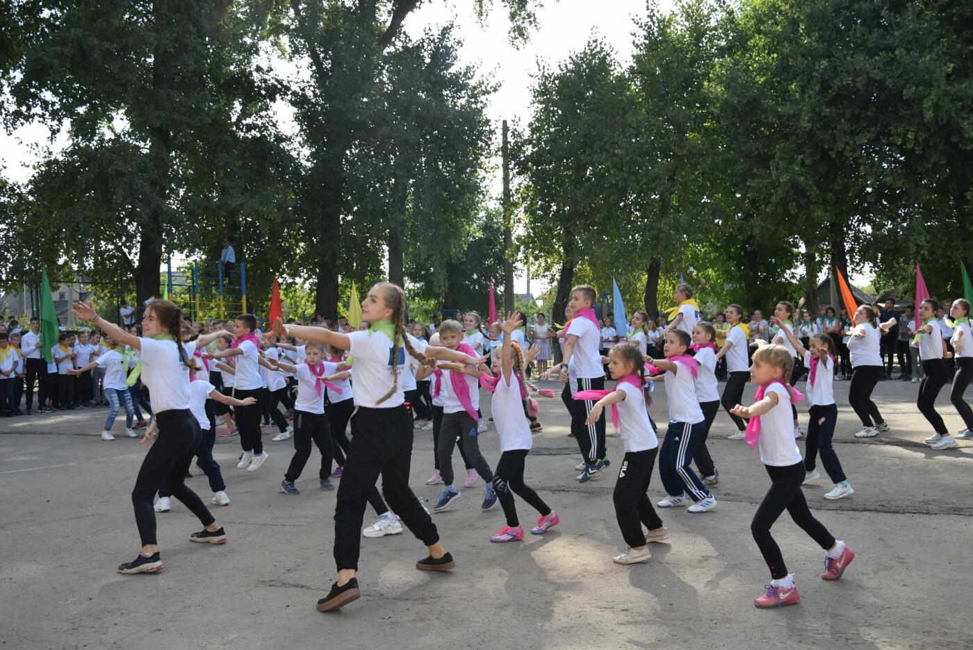 На День города двум школам Каменского подарили новые спортивные поля, фото-15