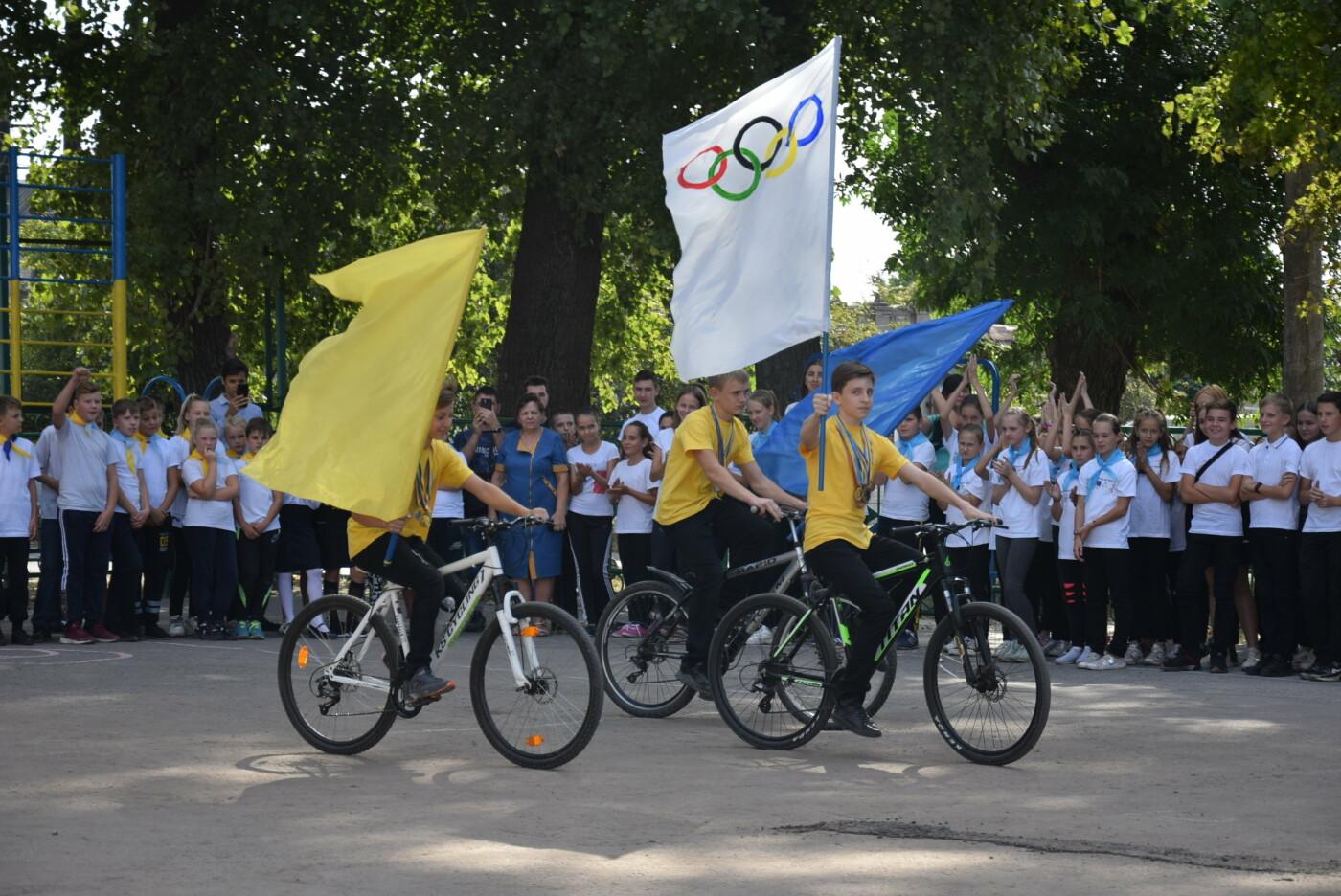 На День города двум школам Каменского подарили новые спортивные поля, фото-16