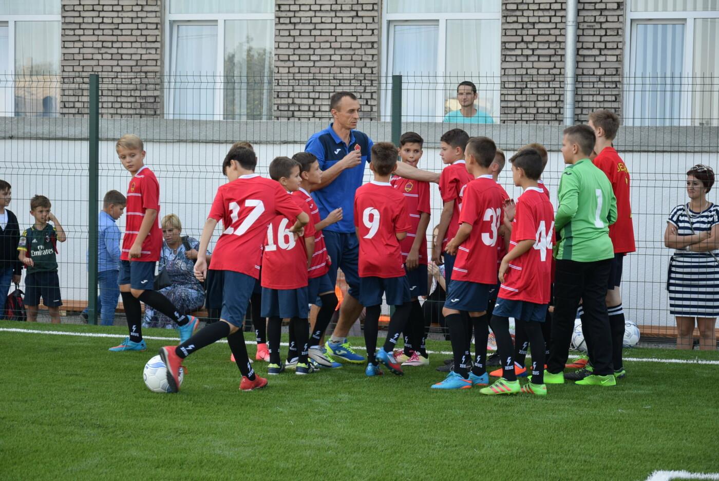 На День города двум школам Каменского подарили новые спортивные поля, фото-17