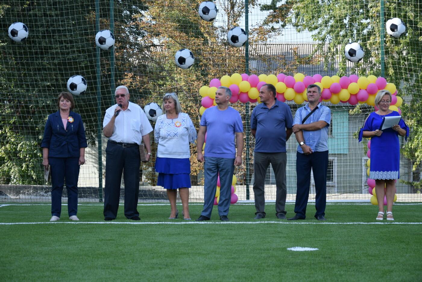На День города двум школам Каменского подарили новые спортивные поля, фото-18