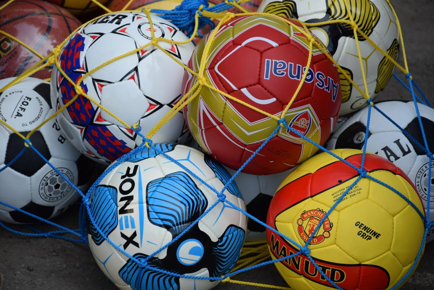 На День города двум школам Каменского подарили новые спортивные поля, фото-20