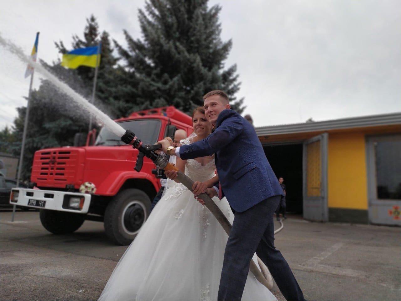 Спасатели Каменского отметили День города свадьбой, фото-1