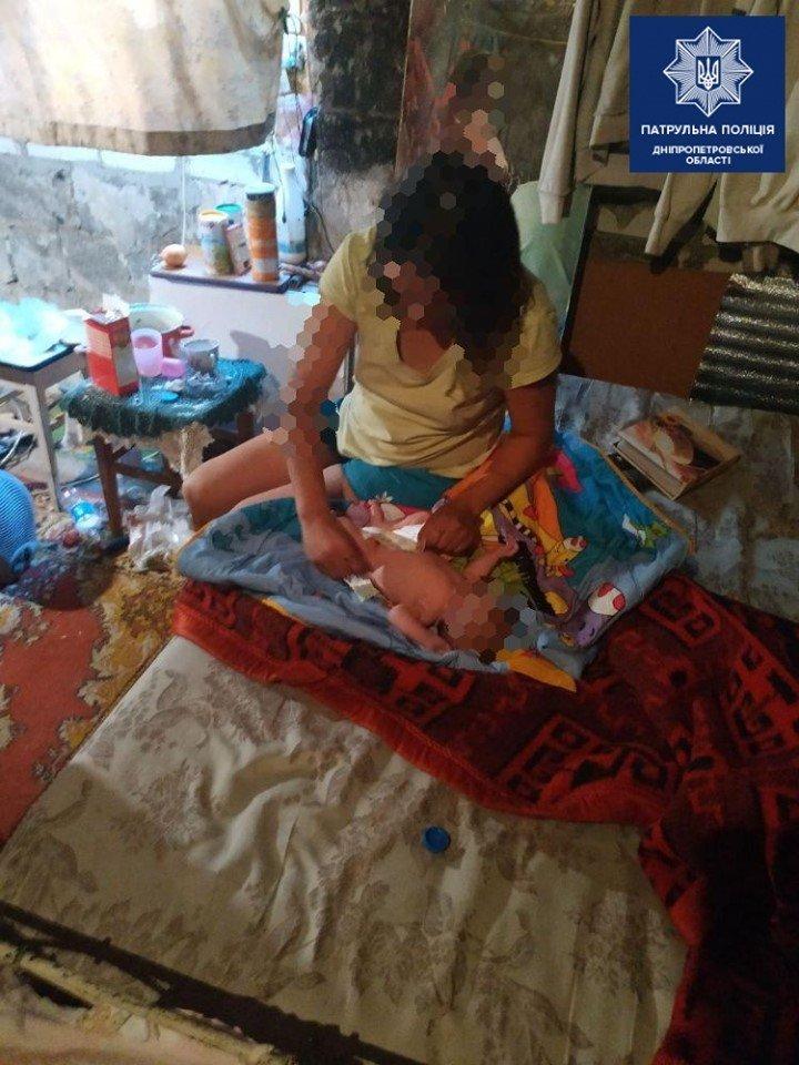 На Днепропетровщине месячный ребенок жил среди мусора с пьющей матерью , фото-1