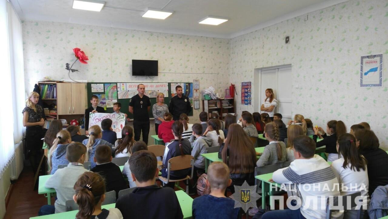 Полицейские Каменского напомнили детям правила дорожного движения, фото-1