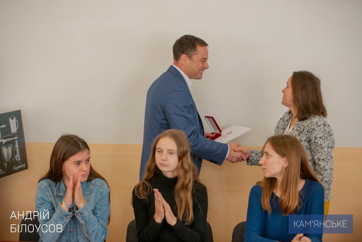 В Каменском поздравили родителей-воспитателей ДДСТ и детей с Днем усыновления, фото-1