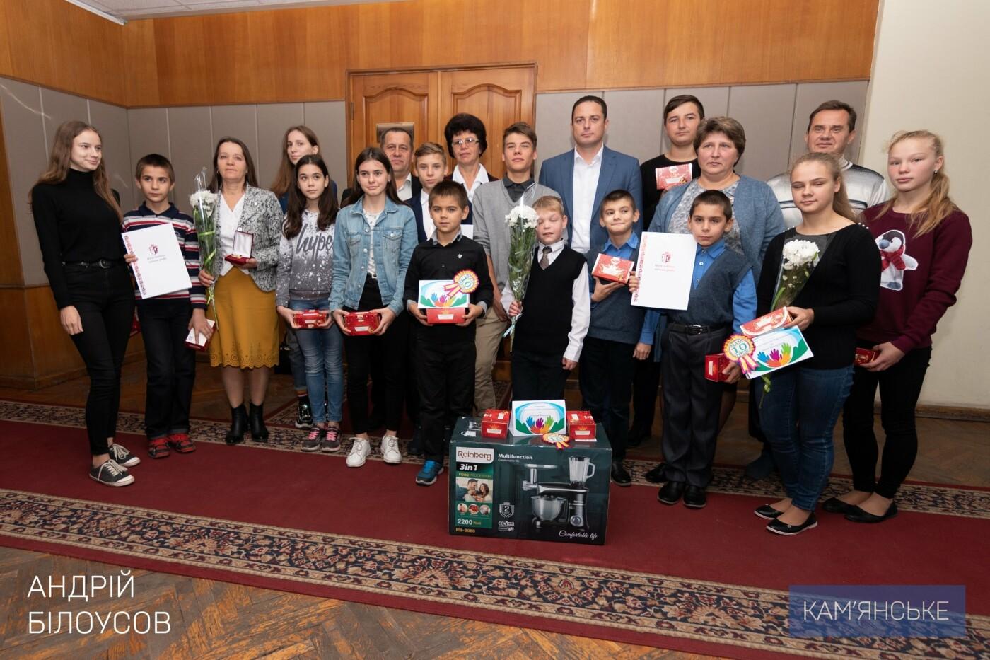 В Каменском поздравили родителей-воспитателей ДДСТ и детей с Днем усыновления, фото-5