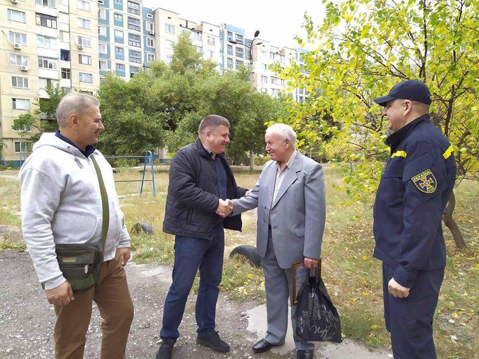 Спасатели поздравили легенду пожарной охраны Каменского, фото-2