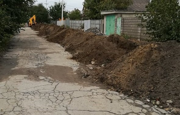 Каменской «Горводоканал» меняет трубы по улице Лесной, фото-1
