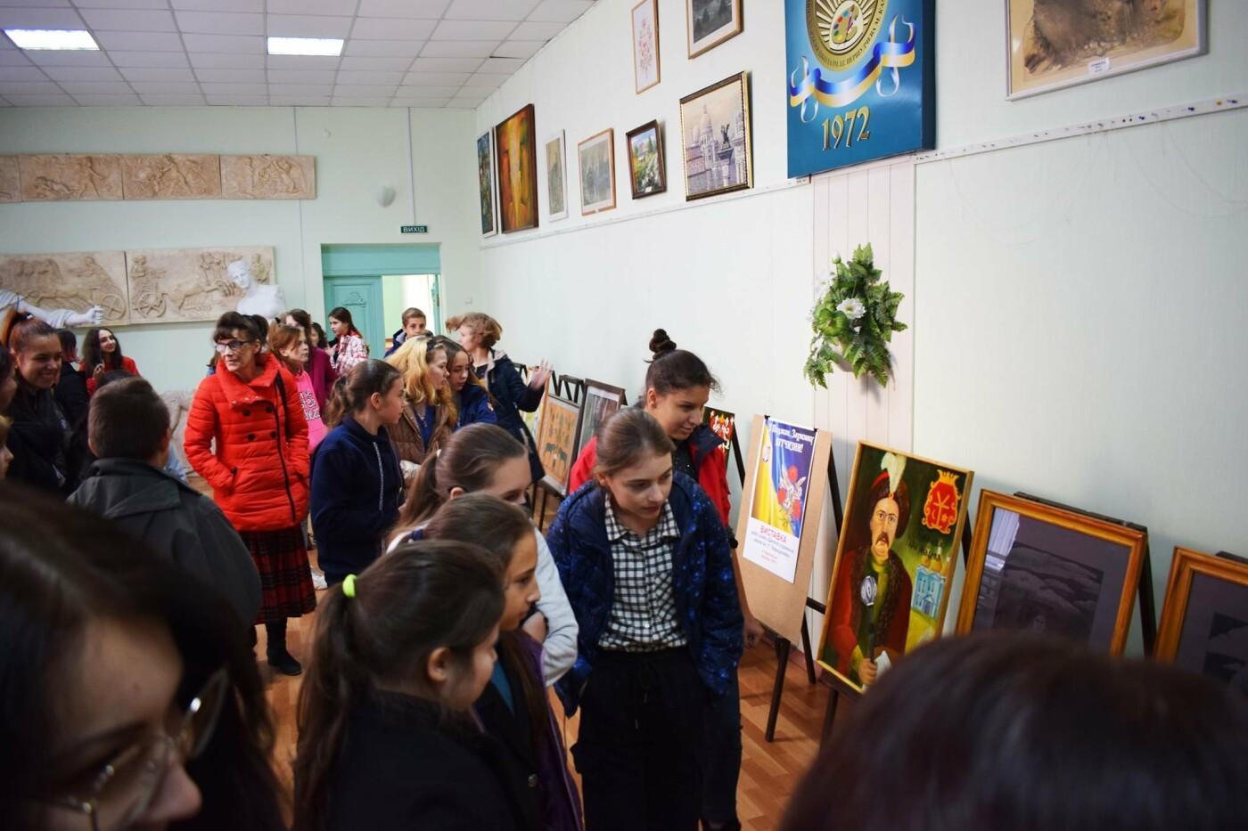 В Каменском открыли выставку ко Дню защитника Украины, фото-1