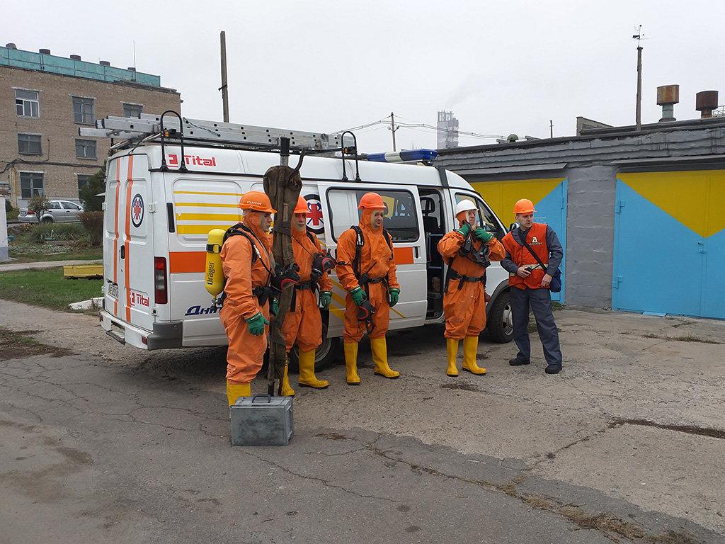 В Каменском спасатели устраняли «выброс» жидкого хлора, фото-1