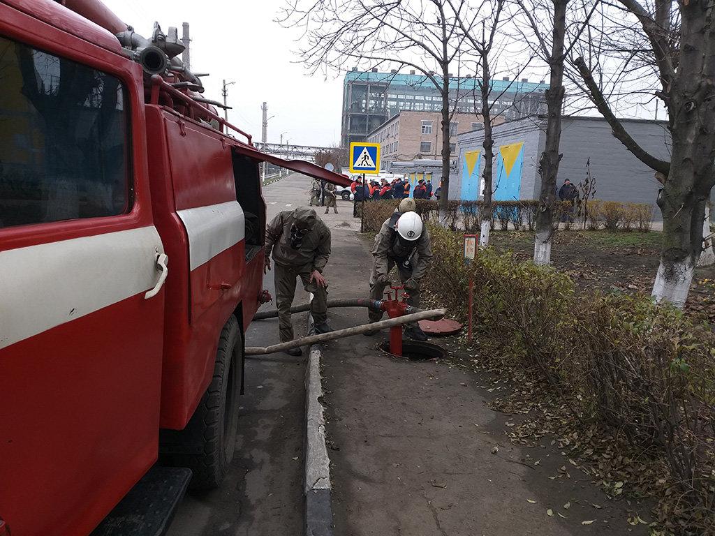 В Каменском спасатели устраняли «выброс» жидкого хлора, фото-3