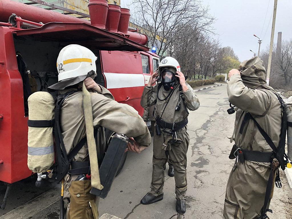В Каменском спасатели устраняли «выброс» жидкого хлора, фото-2