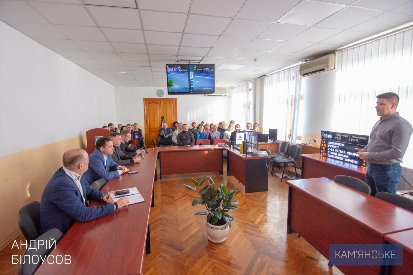 Общественный транспорт Каменского перевели на GPS-трекеры «Дозор-сити», фото-1