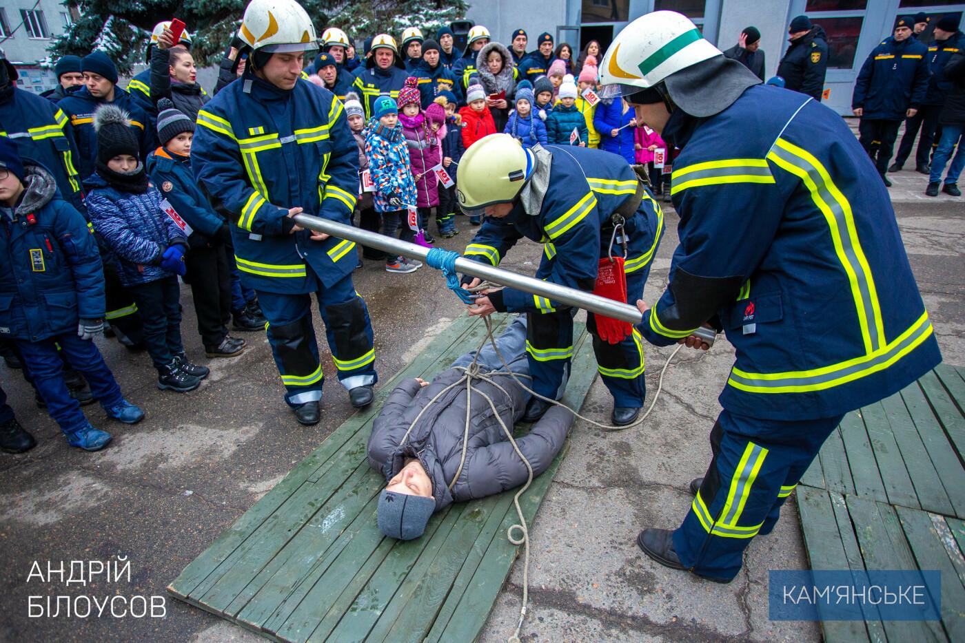 Каменским спасателям вручили новую защитную форму, фото-3