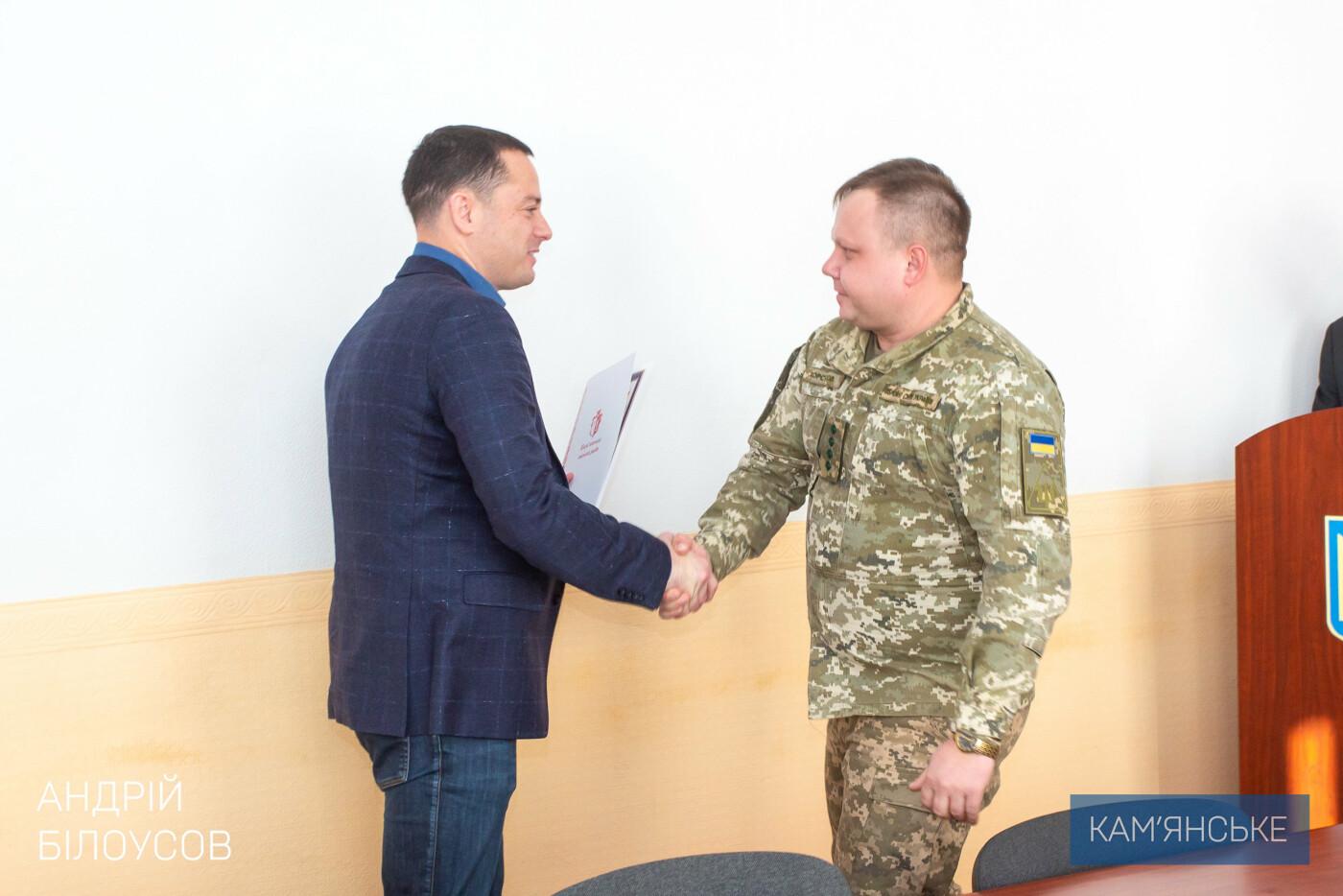 Мэр Каменского поздравил военных, фото-2