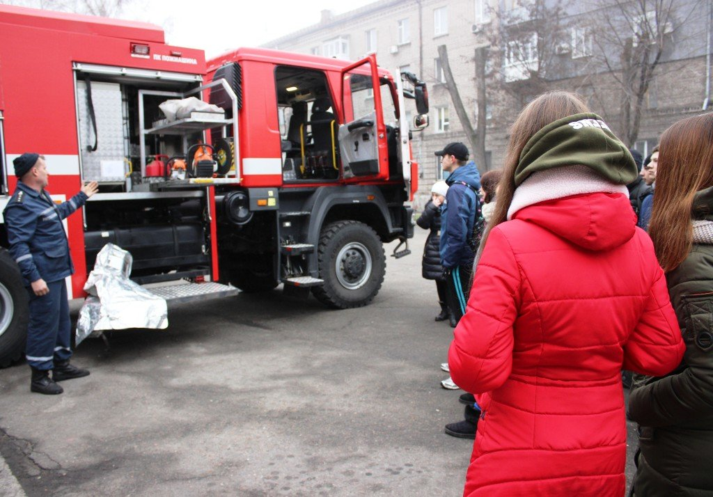 Пожарные рассказали выпускникам о своей профессии, фото-1