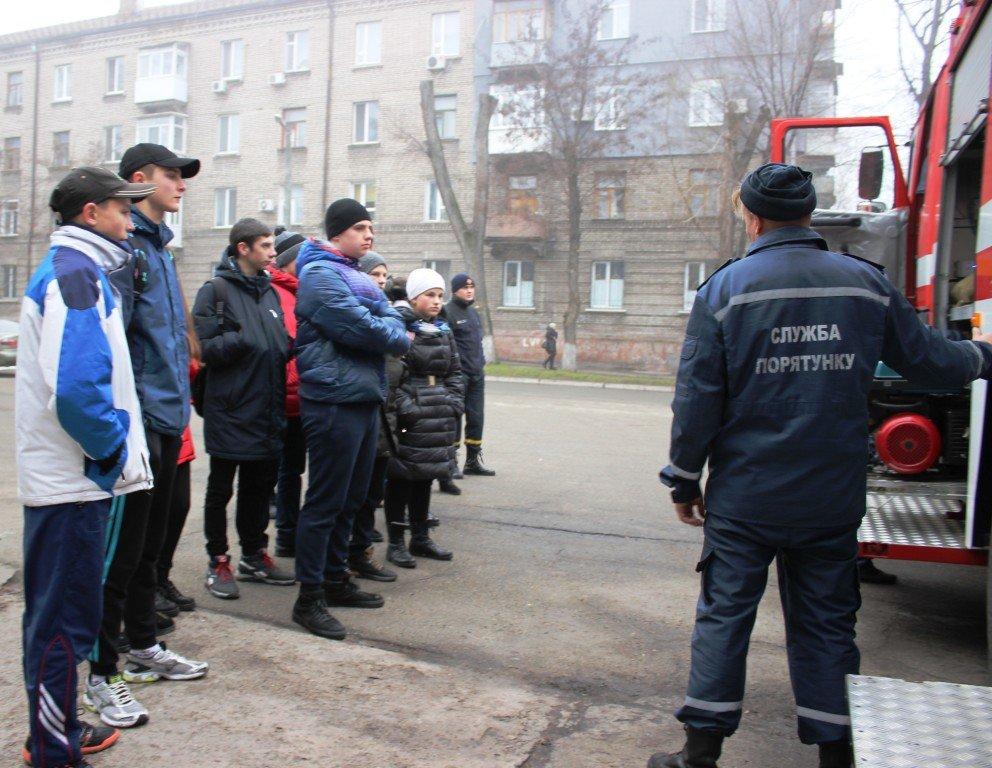 Пожарные рассказали выпускникам о своей профессии, фото-2