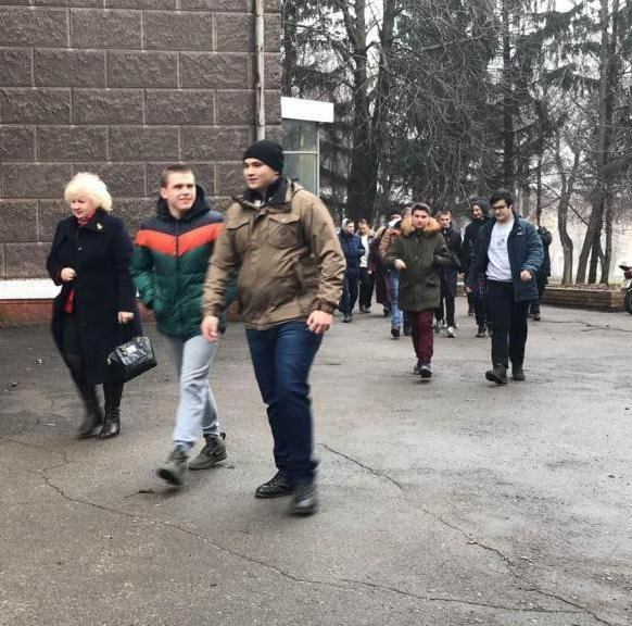 Каменские спасатели эвакуировали студентов металлургического колледжа, фото-2